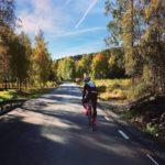 cyklist i höstväder
